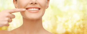 Woman smiling with a straight teeth
