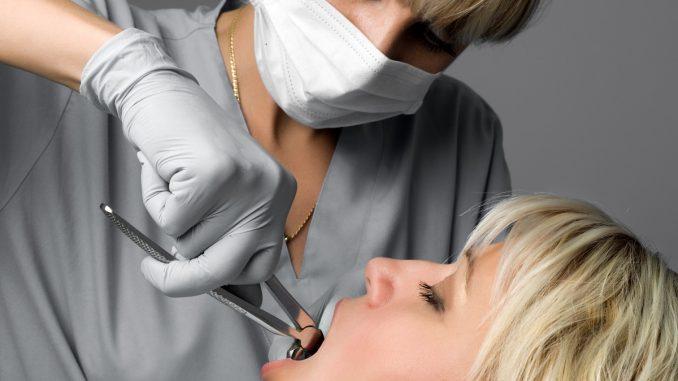 Dentist examining the teeth