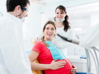 pregnant woman is visiting her dentist