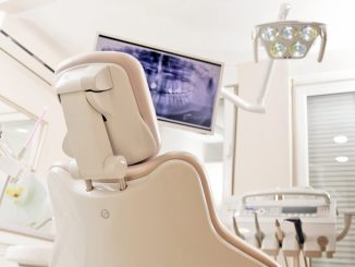 dentist chair with x-ray screen