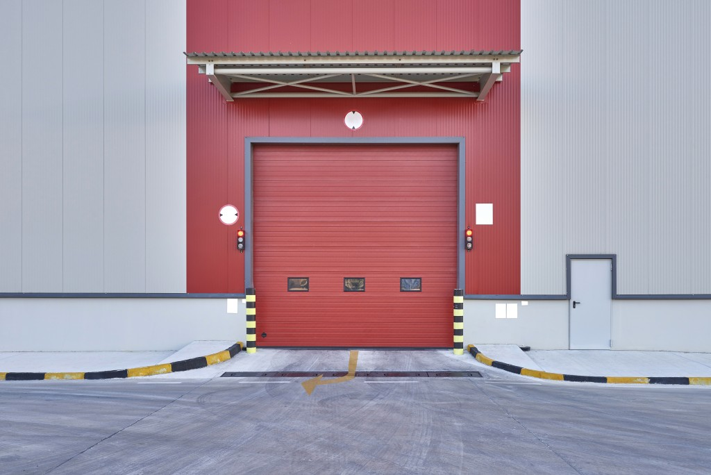 Rolling commercial garage door