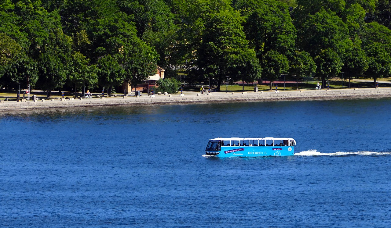 Amphibious bus for transfering tourists