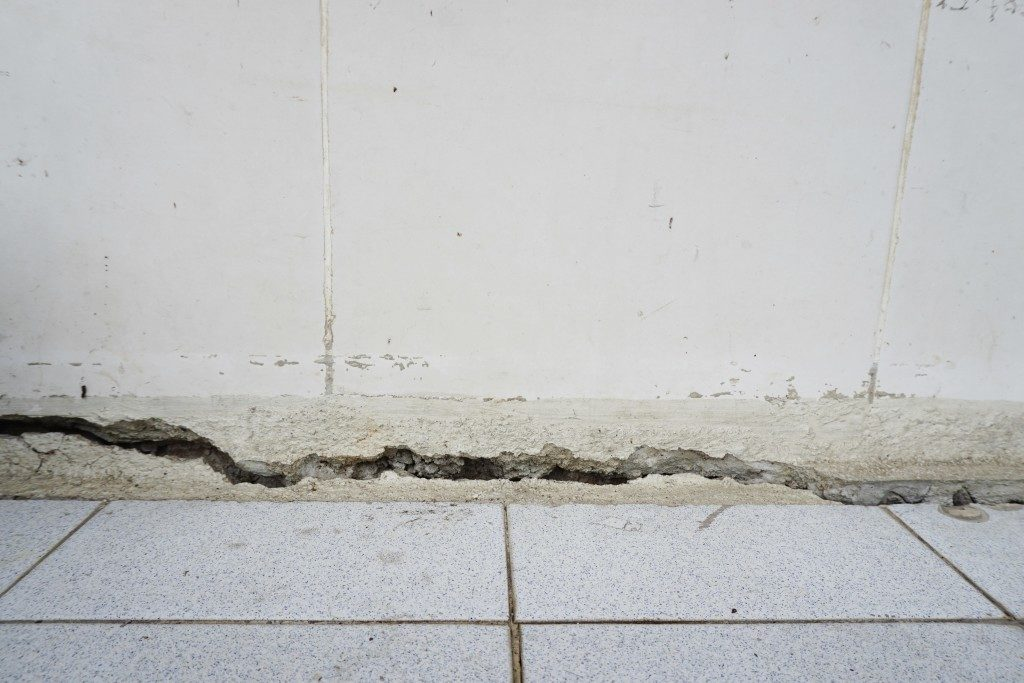 why is your concrete having cracks