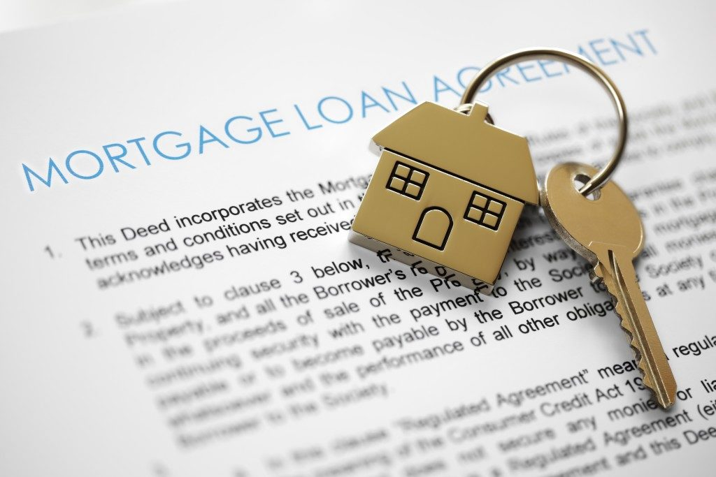 Mortgage loan agreement application with house-shaped keyring