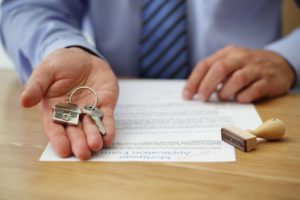 house keys with keychain of a house