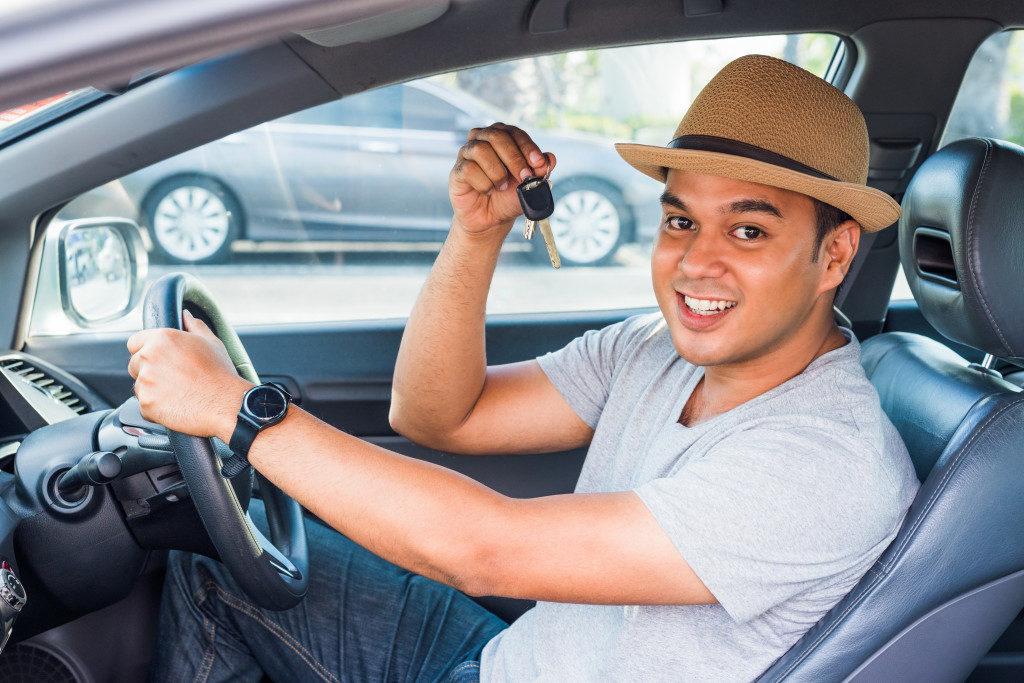 man holding keys to car