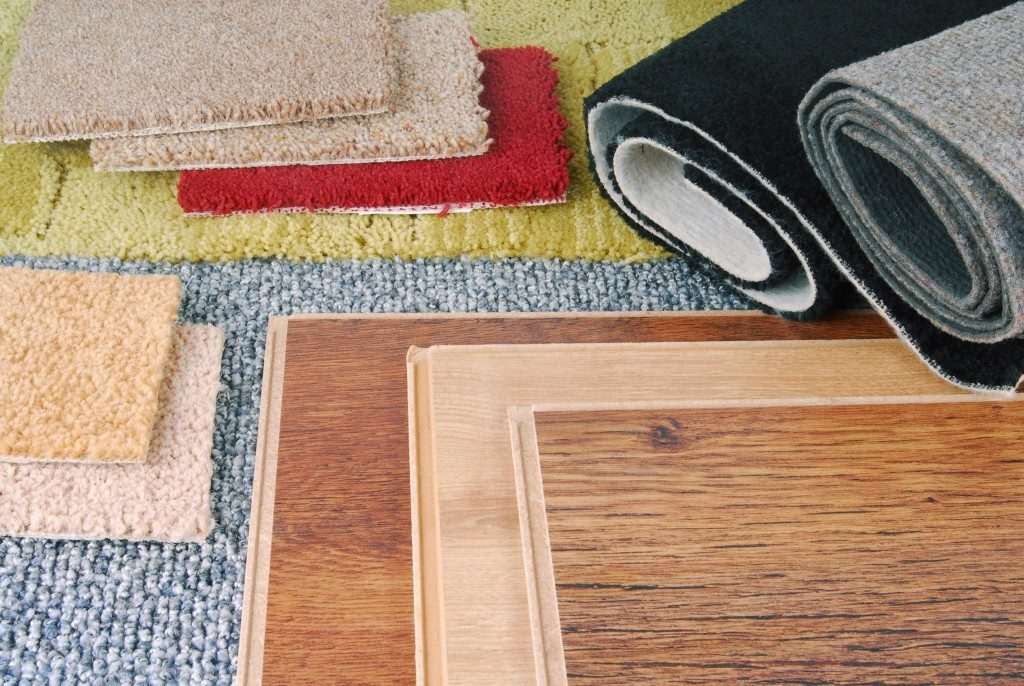 rug and wooden tiles