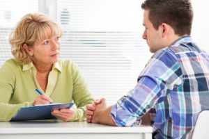 patient consulting to a doctor
