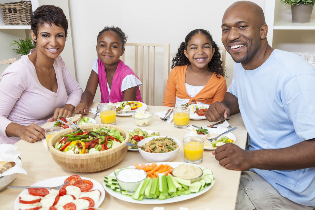family eating a healthy